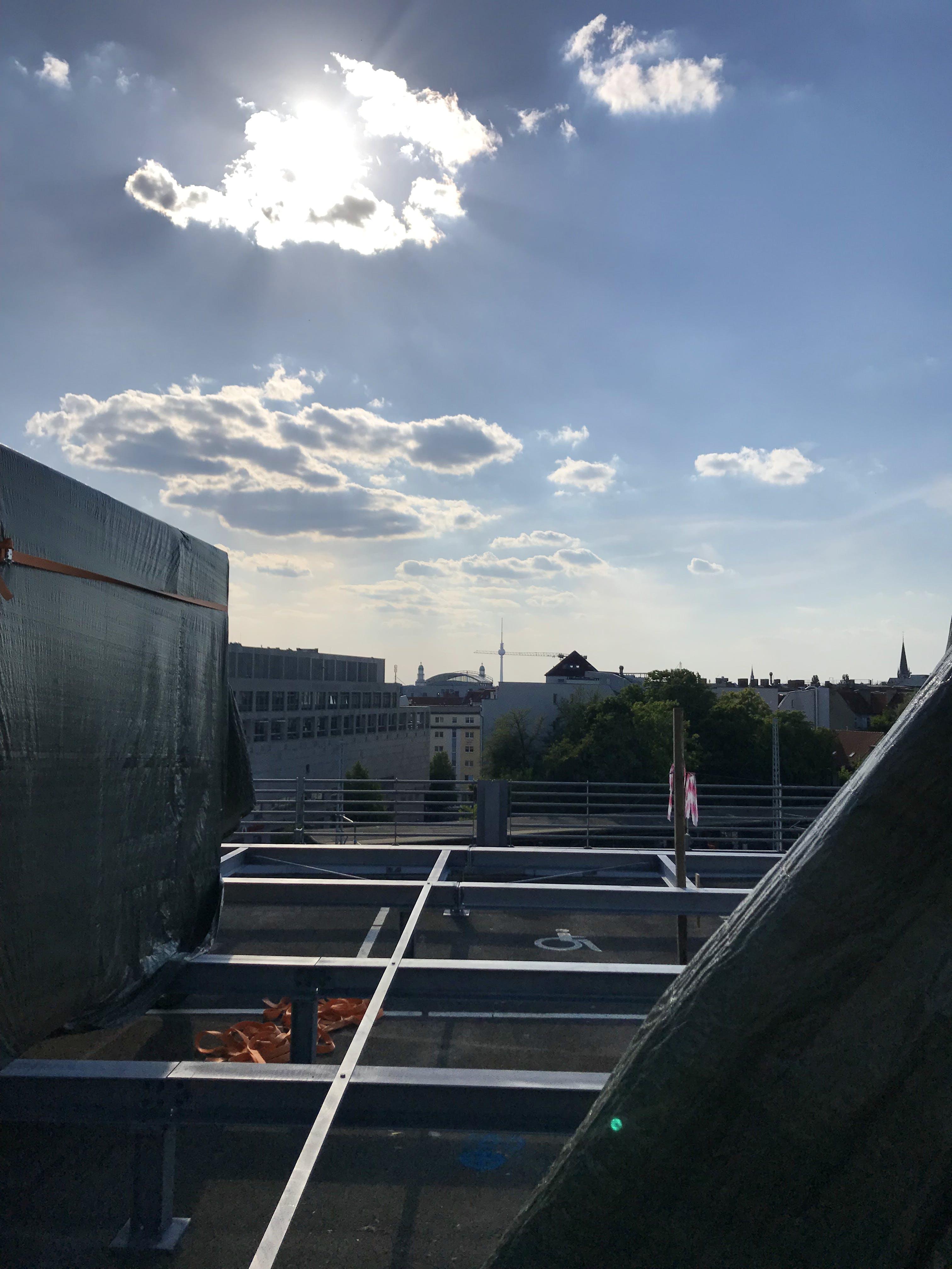 Aussicht vom Parkhaus mit Blick auf den Fernsehturm