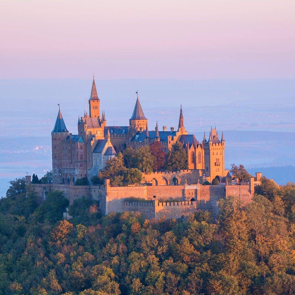 Landschaft mit Schloss in Baden-Württemberg bei Sonnenuntergang