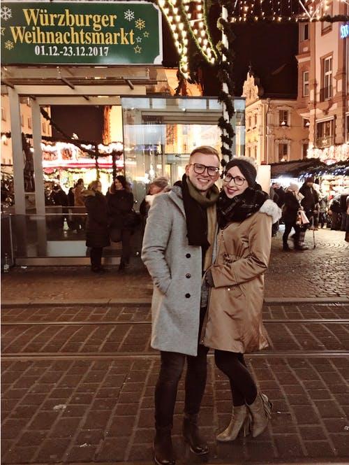 Bauherrenpaar auf dem Weihnachtsmarkt