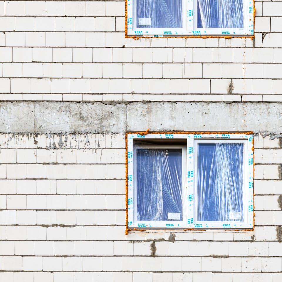 Fenster mit Bauschaum