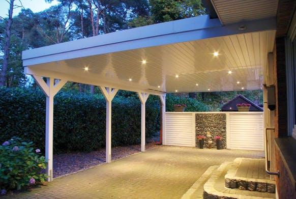 weißes Flachdach Carport inklusive Beleuchtung aus Qualitätsholz