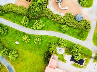 Grundstück mit Wegerecht von oben