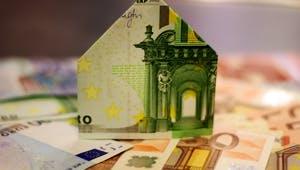 Gefaltetes Haus aus Euroscheinen