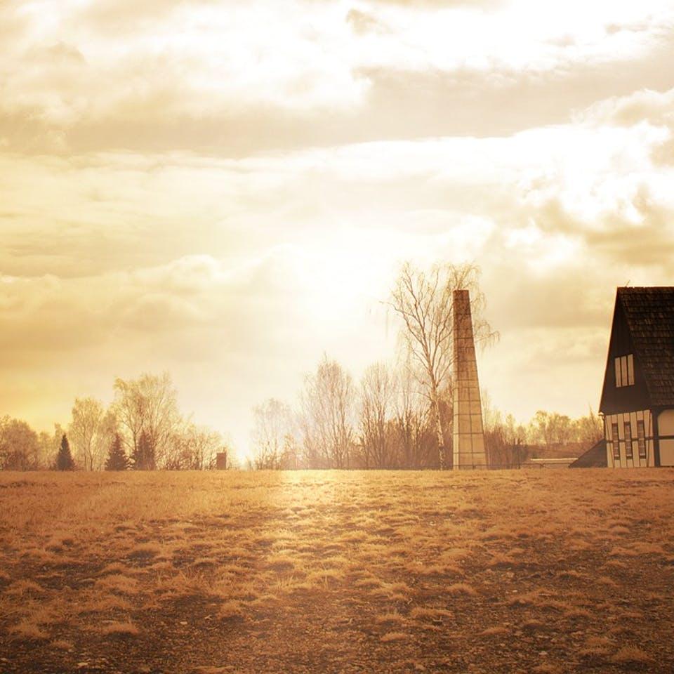 Ländliches Grundstück mit 2 Häusern im Sonnenaufgang