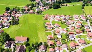 Dorf in Deutschland aus der Vogelperspektive
