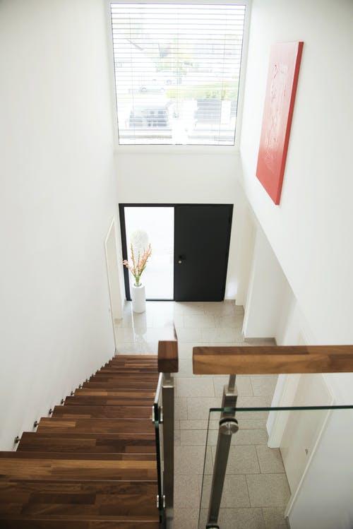 Offene Treppe mit Galerie