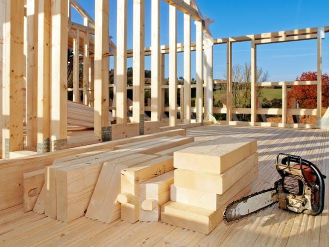 Aufbau eines Holzhaus in Skelettbauweise