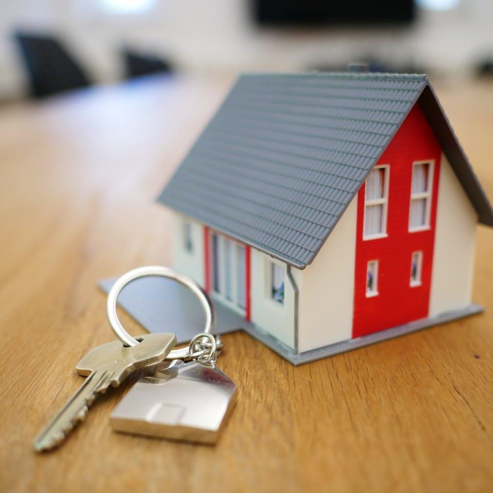 Haus mit Hausschlüssel