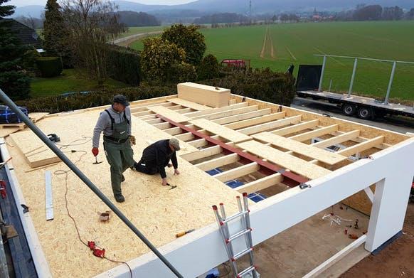 Die Modul-Garage wird auf Wunsch an den Hausstil angepasst und vom Anbieter selbst montiert.