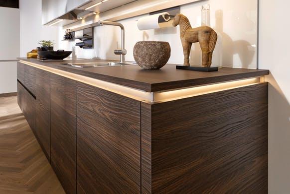 Artwood Küche von Nolte in ästhetischer Holz-Optik.