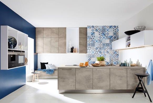 Stone Küche mit authentischem Beton-Dekor.