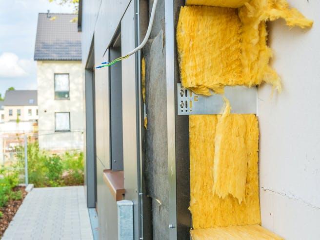 Querschnitt einer Dämmung der Außenwand an einem Haus