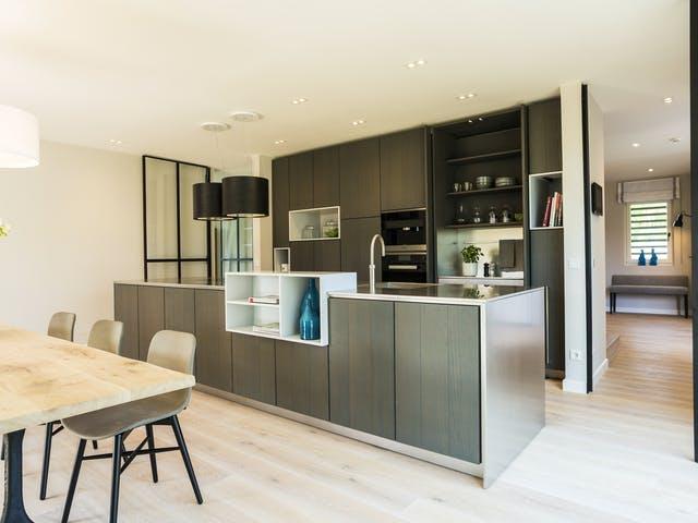 Moderne Küche mit gehobener Ausstattung
