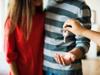 Übergabe der Schlüssel an Mieter oder Hauseigentümer