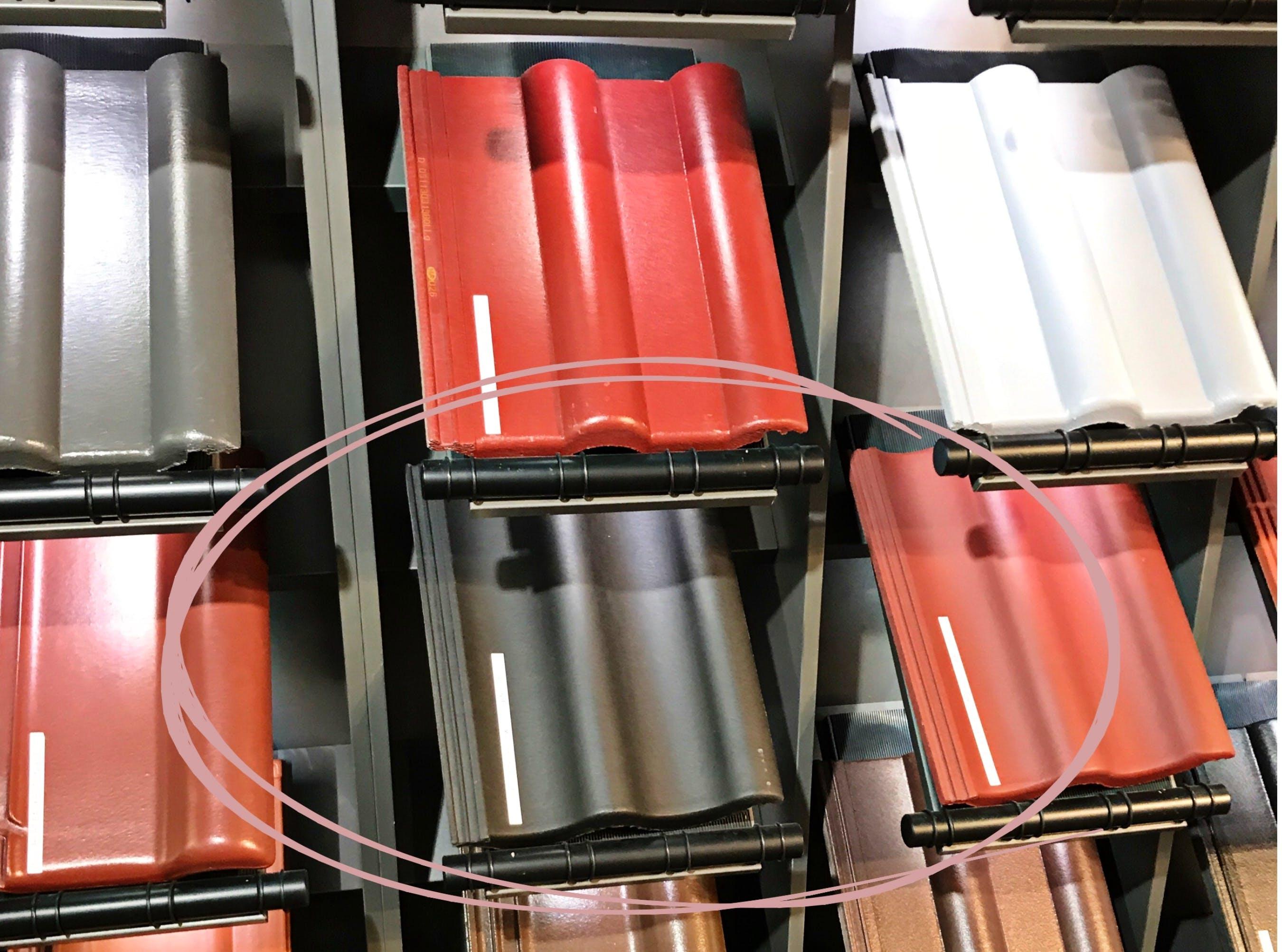 Verschiedenfarbige Dachziegel Ausgestellt Bei Der Bemusterung