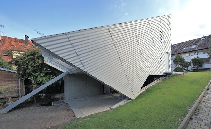 Kleines Designerhaus im futuristischen Stil