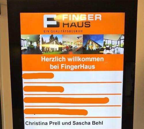 Willkommensanzeige im Eingang für die Bauherren