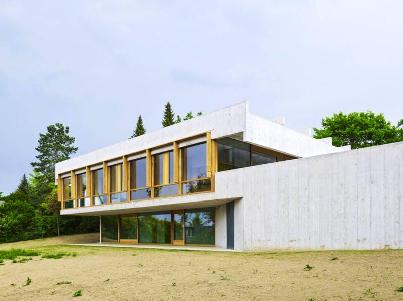 Modernes Flachdachhaus aus Beton im Bauhausstil
