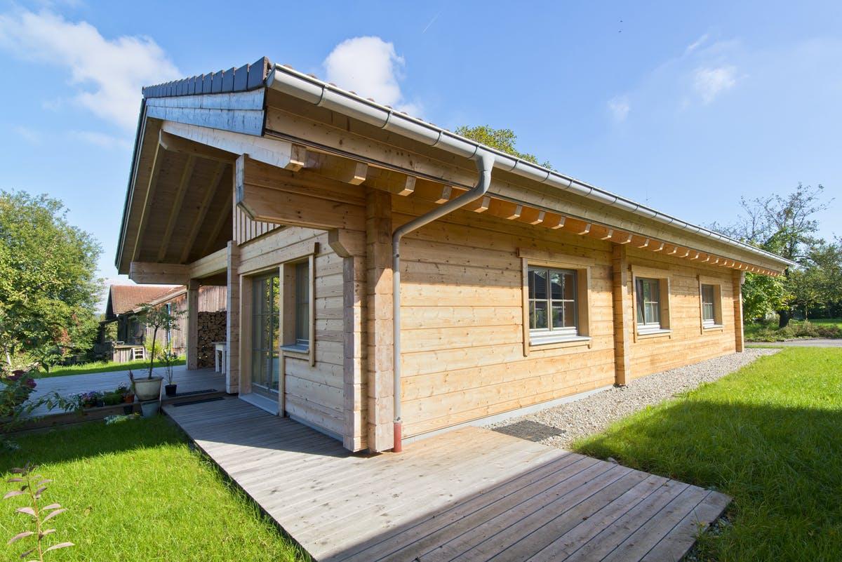 Modernes Blockhaus als Bungalow