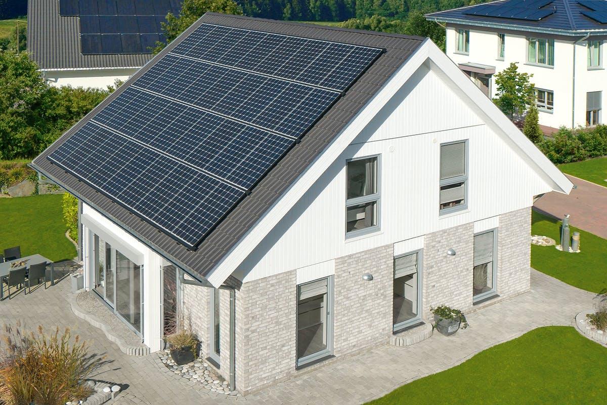 Satteldach mit Solaranlage