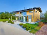 Außenansicht Holzhaus Alpenchic von Baufritz