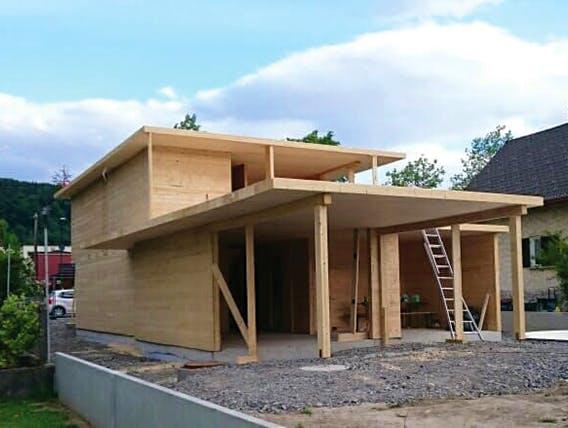 Blockhaus beim Aufbau