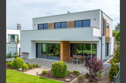 Einfamilienhaus Bauhaus-Villa von Meisterstück-HAUS ...