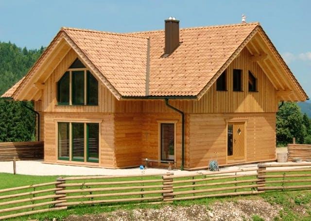 Bausatzhaus aus Holz Außenansicht