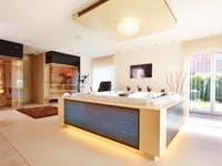 Luxusbad mit Sauna und Whirlpool