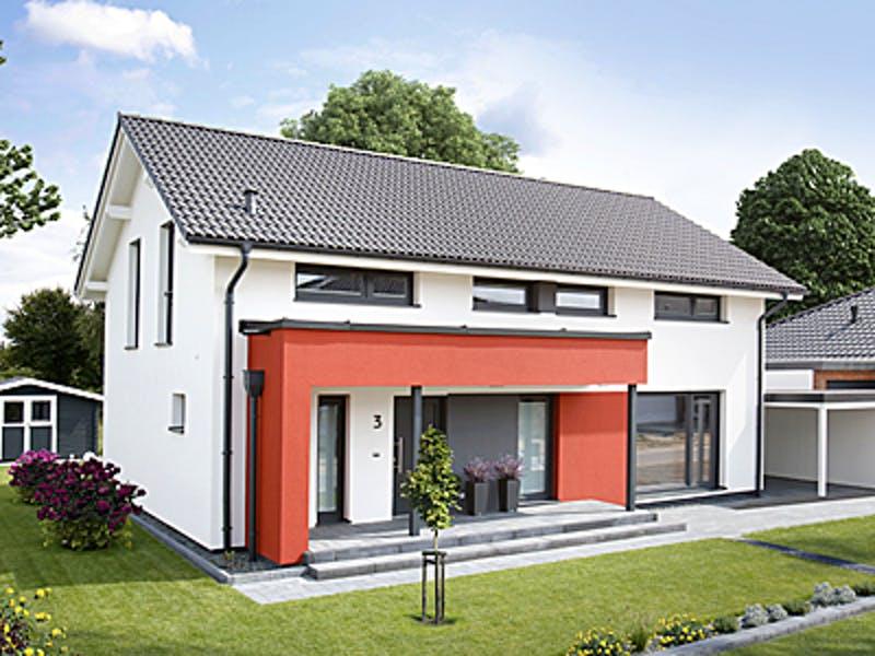 Weißes Haus mit Eingangsüberdachung in rot von Dan-Wood House
