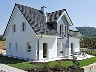 ICON 3+ mit Quergiebel von Dennert Massivhaus Außenansicht 1
