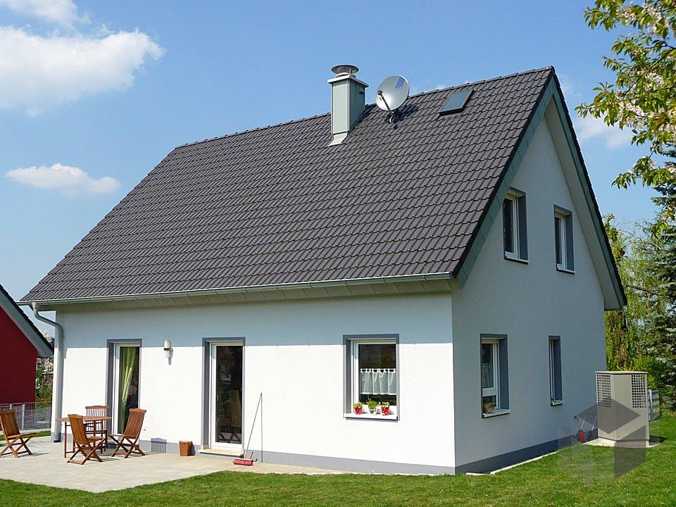 ICON 3+ mit Satteldach von Dennert Massivhaus Außenansicht
