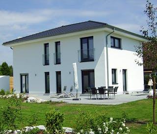 Häuser mit Walmdach oder Krüppelwalmdach | Fertighaus.de