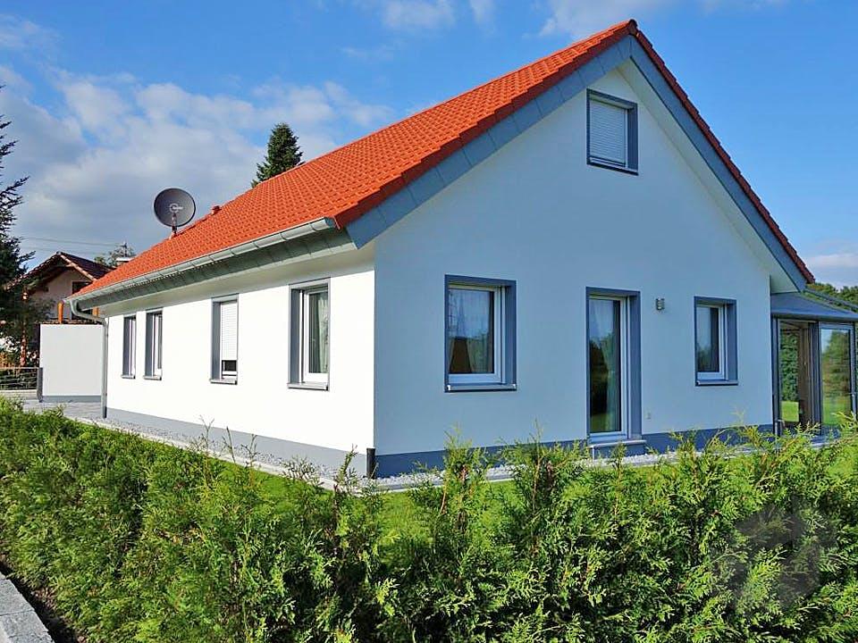ICON Bungalow von Dennert Massivhaus Außenansicht