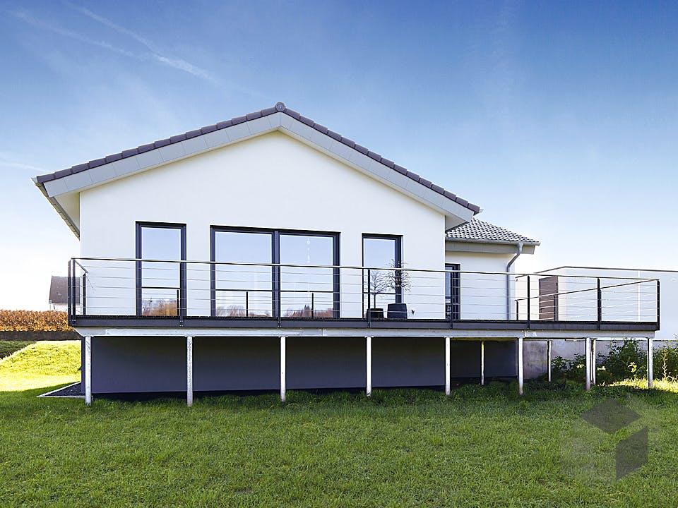 ICON Winkelbungalow von Dennert Massivhaus Außenansicht