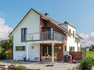 D140 Sinn von Frammelsberger Holzhaus Außenansicht 1