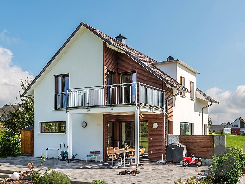 D140 Sinn von Frammelsberger Holzhaus Außenansicht