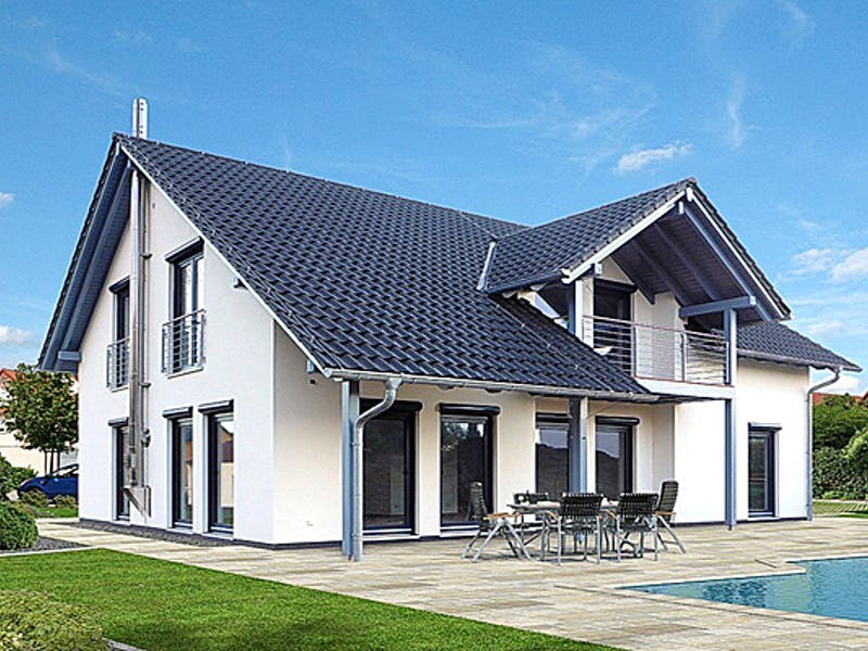 Fertighaus mit Terrasse von EBH Haus