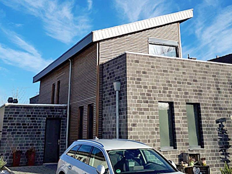 Holzhaus mit Pultdach und Klinkeranbau von Erkens