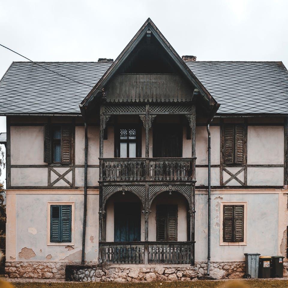 Altes, gebrauchtes Haus