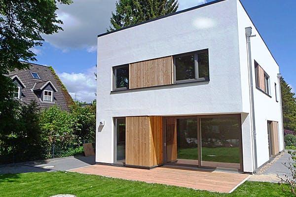 Weißes Kubushaus von Fricke Holzbau