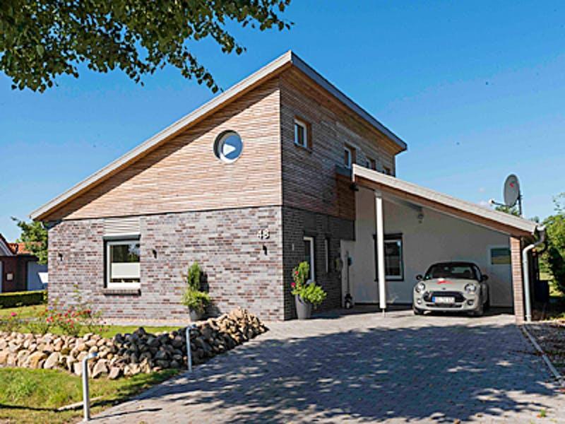 Pultdachhaus mit Mixfassade Klinker Holz von Fricke Holzbau