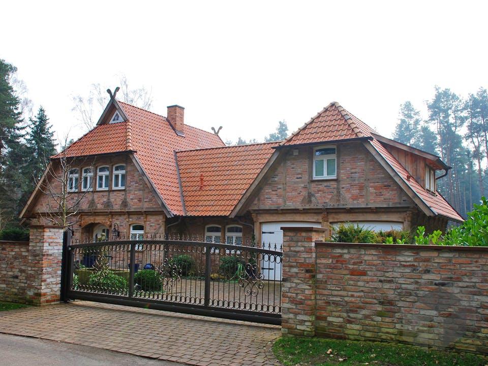 Fachwerkhaus mit Zwischenbau & Nebengebäude von Fuhrberger Zimmerei Außenansicht
