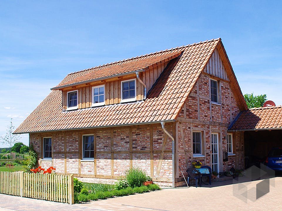 Kleines Fachwerkhaus von Fuhrberger Zimmerei Außenansicht