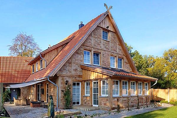 Fachwerkhaus mit Wintergarten von Fuhrberger Fachwerkhaus