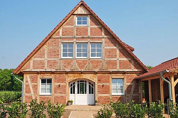Fachwerkhaus mit Garade von Fuhrberger Fachwerkhaus