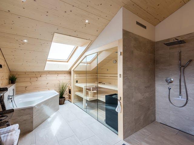 Holzhaus Bad mit Sauna