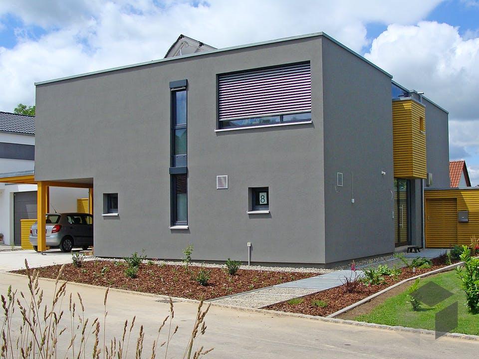 FD 175-184 - Flachdach-Designervilla mit überdachtem Freisitz von Gapp Holzbau Außenansicht