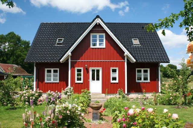 Schwedenhaus von Fjorborg im klassischen Rot