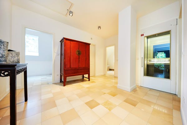 Einfamilienhaus mit eingebautem Fahrstuhl